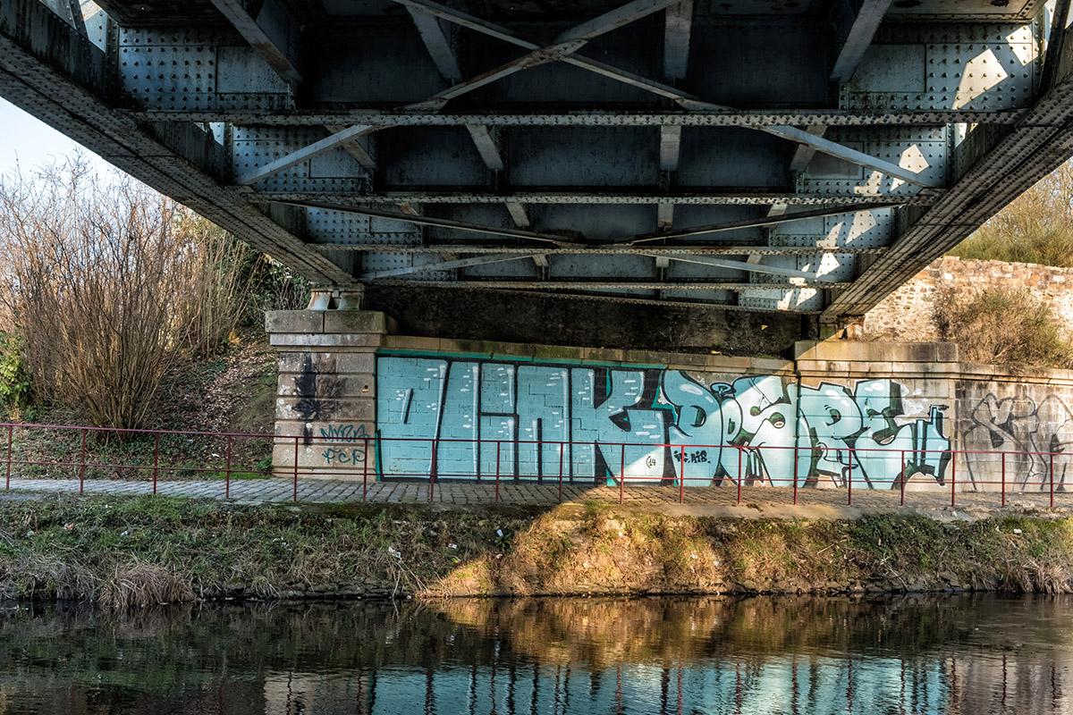 Tag sous le pont