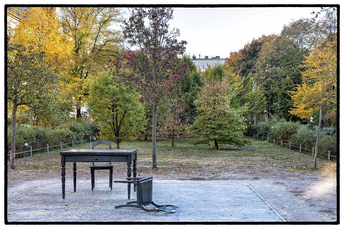 """""""la pièce déserte"""" (Karl Biedermann) en mémoire des juifs déportés"""