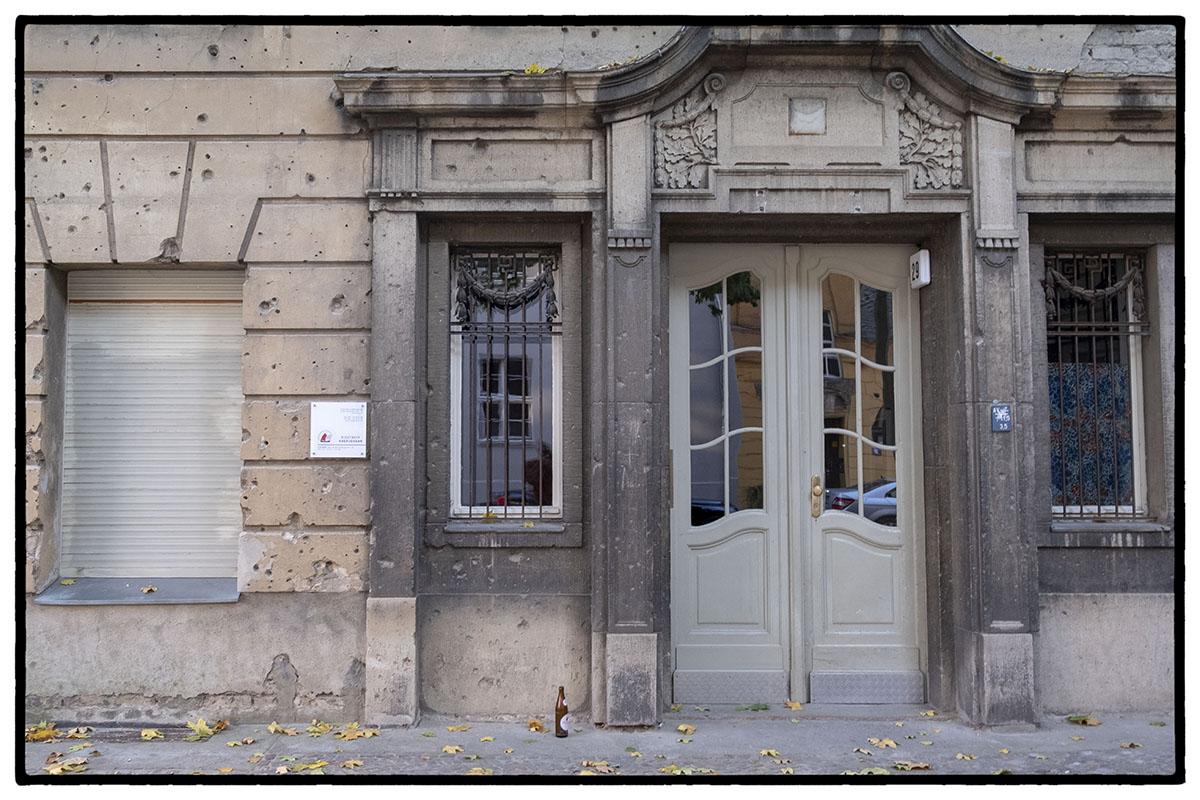 Traces de balles sur la façade