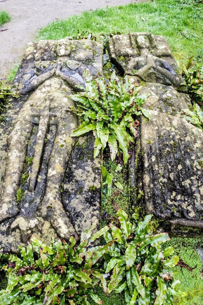 Pierres tombales des seigneurs de Kergosou