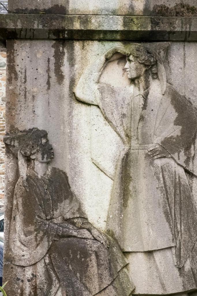 Monument à Théodore Botrel - l'attente des femmes de marins