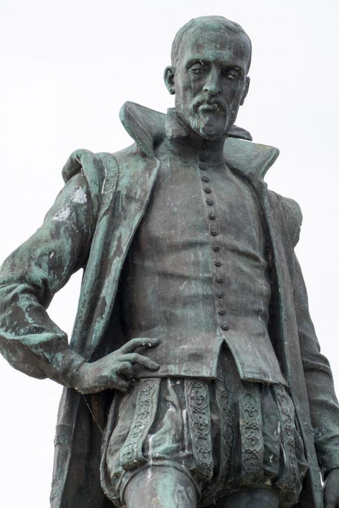 Statue de Joachim du Bellay